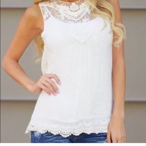 Tops - NWOT tunic w lace details